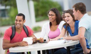 卒業前にも申請OK?!留学ビザから就労ビザ(技術人文知識国際業務)へ変更する方法とは?